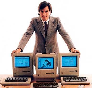Foto de Steve Jobs con las Macs