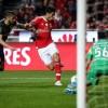 Benfica gana a Guimaraes 1-0, Raúl Jiménez a punto de hacer un golazo