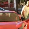 Tuca Ferreti en su lujoso Ferrari