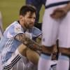 Tecnico de la Liga MX consuela a Messi tras perder la final de la Copa América Centenario