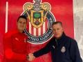 Raúl Gudiño renueva con Chivas